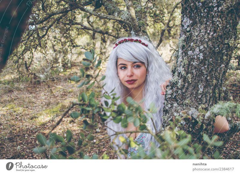 Schöne junge Frau im Wald Lifestyle Stil Design exotisch Haare & Frisuren Wellness Sinnesorgane ruhig Mensch feminin Junge Frau Jugendliche Erwachsene 1