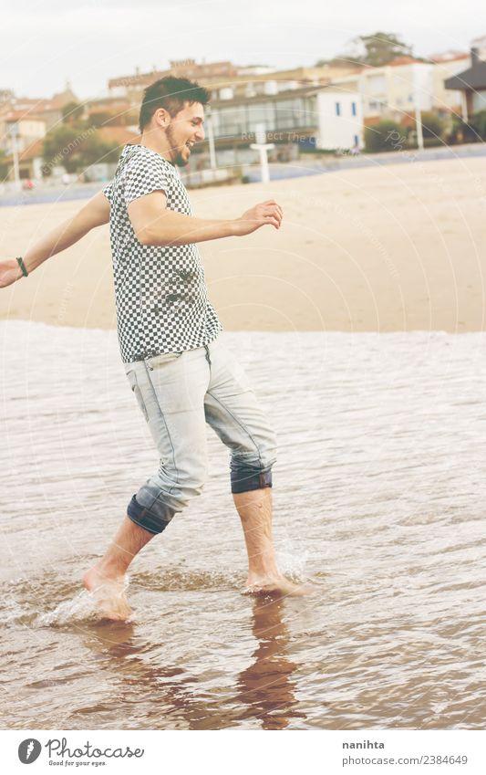 Mensch Natur Ferien & Urlaub & Reisen Jugendliche Mann Sommer Wasser Junger Mann Sonne Meer Freude Strand Erwachsene Lifestyle Leben Umwelt