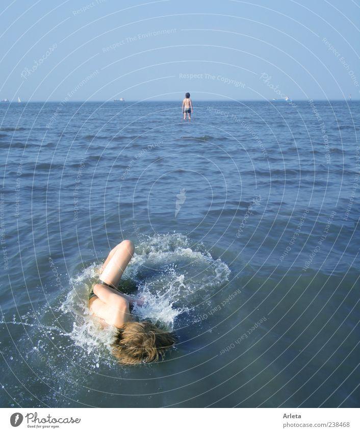 Döse Kind blau Wasser Ferien & Urlaub & Reisen Meer Sommer Strand Ferne Spielen Bewegung Küste Freiheit See Horizont Schwimmen & Baden Freizeit & Hobby