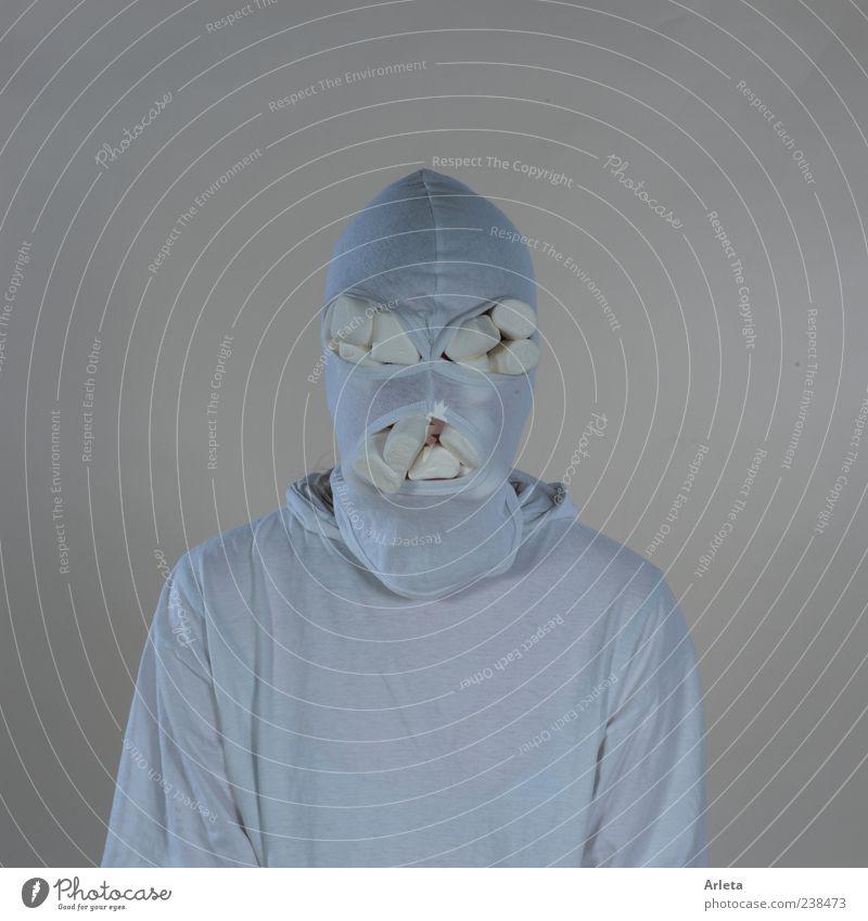 Marshmallow-Terrorist Süßwaren androgyn 1 Mensch Stoffmaske bedrohlich gruselig rebellisch verrückt weiß Endzeitstimmung kalt skurril Farbfoto Gedeckte Farben