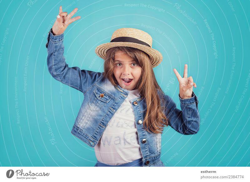 Kind Mensch Ferien & Urlaub & Reisen Freude Mädchen Lifestyle lustig Gefühle feminin Stil Glück Tourismus Freiheit Party Feste & Feiern Ausflug