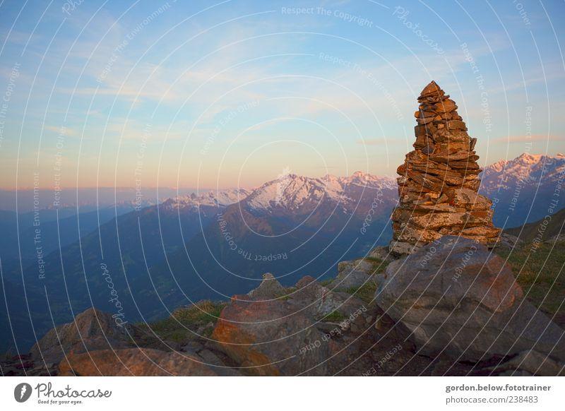 über den Bergen Himmel Natur blau Ferien & Urlaub & Reisen Wolken Ferne Landschaft gelb Berge u. Gebirge Freiheit Stein Horizont Wetter Felsen Kraft Klima