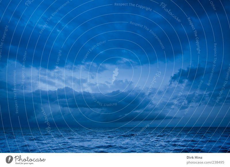 Regenfront Umwelt Natur Landschaft Wasser Himmel Wolken Gewitterwolken Nachthimmel Horizont Klimawandel Wetter schlechtes Wetter Unwetter Wellen Ostsee Meer See