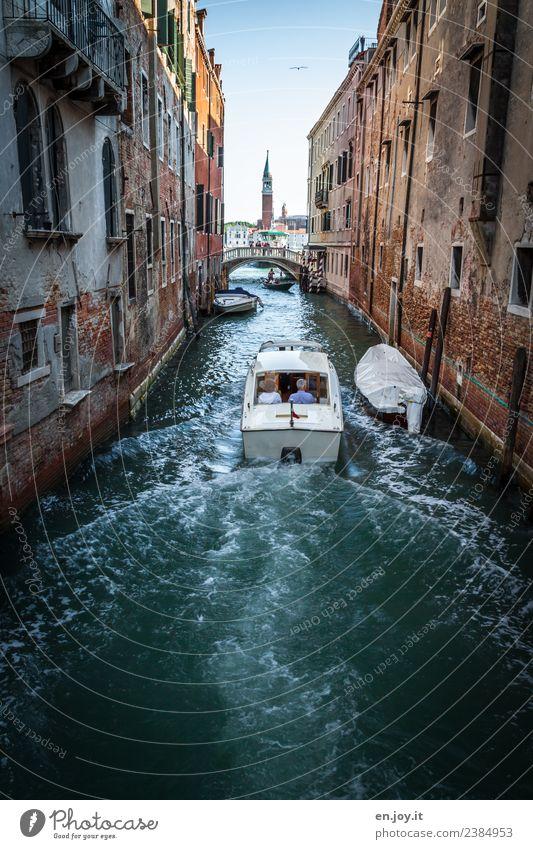 rasant Lifestyle Ferien & Urlaub & Reisen Tourismus Ausflug Sightseeing Städtereise Sommer Sommerurlaub Mensch Paar Kanal Venedig Italien Stadt Altstadt Haus