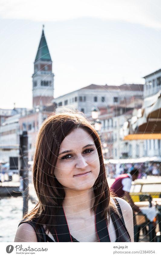Die Touristin Ferien & Urlaub & Reisen Tourismus Ausflug Sightseeing Städtereise Sommer Sommerurlaub Mensch feminin Junge Frau Jugendliche 13-18 Jahre