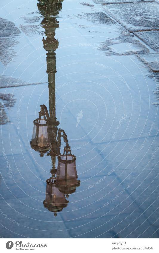 Straßenlaterne 2 Wasser Klima Klimawandel schlechtes Wetter Venedig Italien nass blau Traurigkeit Sorge Trauer Tod Liebeskummer bizarr Ferien & Urlaub & Reisen