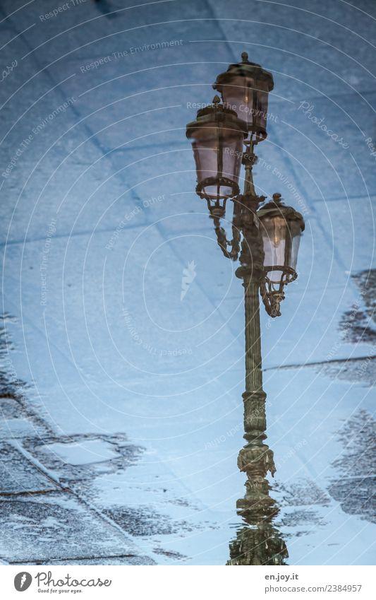 Straßenlaterne 1 Venedig Italien blau Hoffnung Glaube träumen Traurigkeit Sorge Trauer Tod Liebeskummer Einsamkeit bizarr Energie Klima nachhaltig