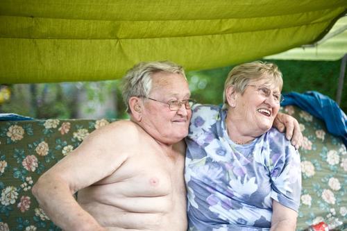 In guten wie in schlechten Zeiten Zufriedenheit Mensch Frau Erwachsene Mann Weiblicher Senior Männlicher Senior Großeltern Großvater Großmutter