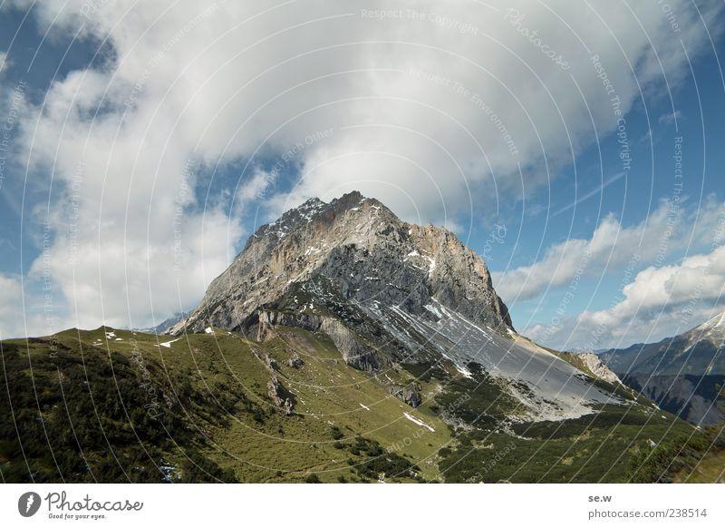 Aufi! Himmel Wolken Sommer Schönes Wetter Felsen Alpen Berge u. Gebirge Kalkalpen Karwendelgebirge Gipfel Alm gigantisch blau grün ruhig