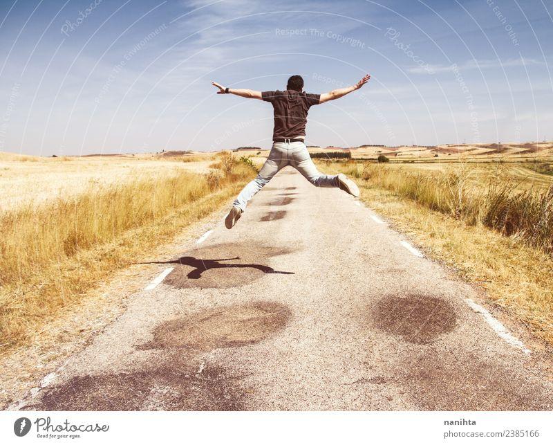 Junger Mann springt an einem Sommertag. Lifestyle Design Freude Glück Wellness Leben Mensch maskulin Jugendliche Erwachsene 1 18-30 Jahre Umwelt Natur