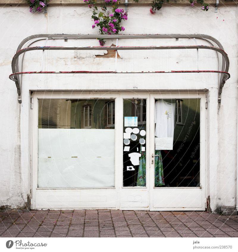 fashion store alt Haus Fenster Gebäude Tür Fassade trist retro Bauwerk Ladengeschäft Schaufenster Fußgängerzone baufällig