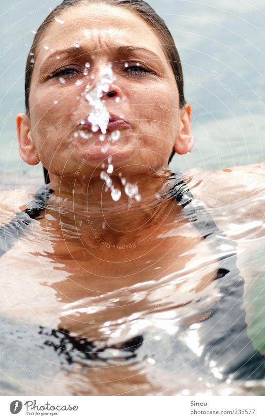 anbaden Mensch Frau Wasser Ferien & Urlaub & Reisen Sommer Freude Erwachsene Erholung kalt feminin Kopf See Schwimmen & Baden Freizeit & Hobby nass