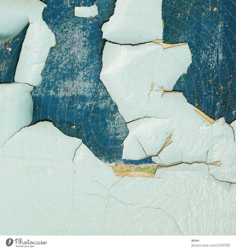 Landscape alt dreckig trashig trist blau türkis hell-blau abblättern Farbstoff Putz Mauer Wand Rest Abrieb verfallen Farbfoto Menschenleer Fassade baufällig
