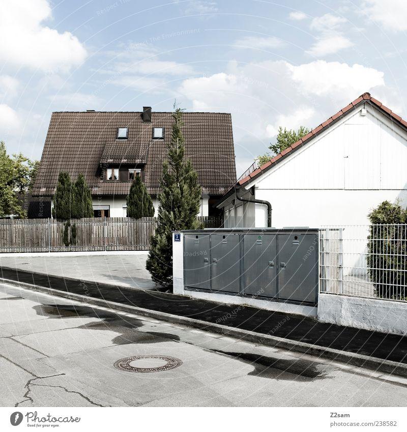 friede, freude ..... Häusliches Leben Wohnung Haus Himmel Wolken Schönes Wetter Dorf Menschenleer Einfamilienhaus Gebäude Architektur authentisch eckig einfach