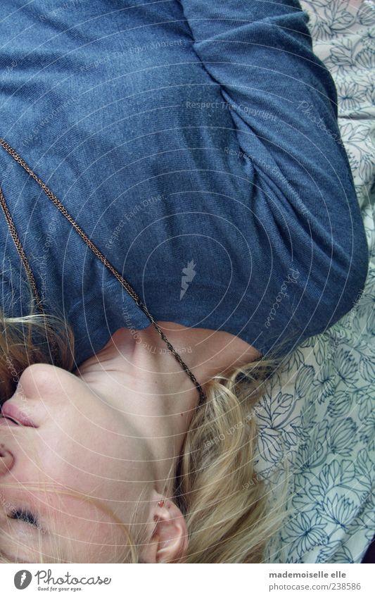 sleep Mensch Jugendliche blau schön ruhig Gesicht Erholung feminin Kopf Haare & Frisuren Erwachsene träumen Denken blond Haut
