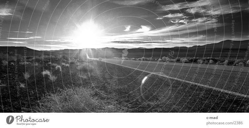 Route 66 Sonne Wolken Landschaft Stimmung leer USA Ziel Autobahn blenden Straße Blendenfleck Natur Fluchtpunkt Leuchtkraft Fluchtlinie