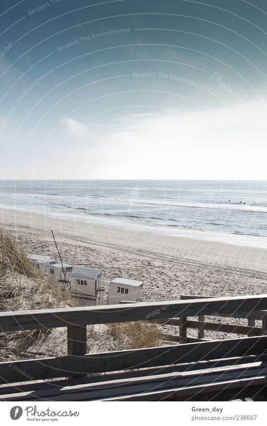 Sylter Strand Meer Landschaft Sand Schönes Wetter Küste Unendlichkeit klein schön Zufriedenheit Strandkorb Surfer Farbfoto Außenaufnahme Licht Sonnenlicht