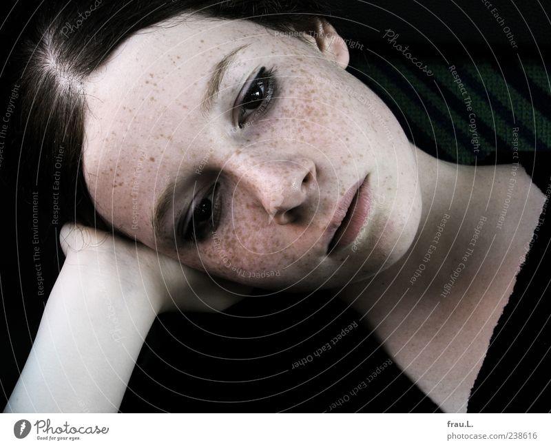 morgen Mensch feminin Junge Frau Jugendliche Kopf 1 brünett Denken träumen Traurigkeit warten schön einzigartig weich ruhig Langeweile Trauer Sehnsucht