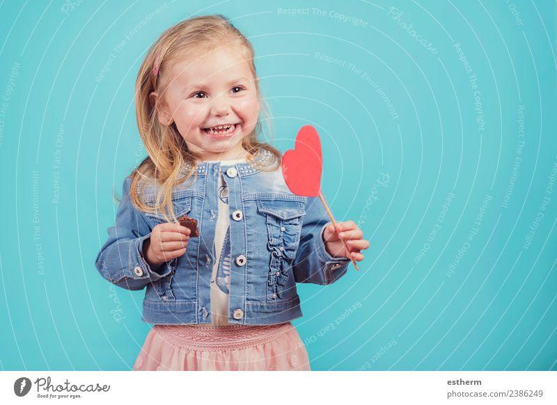 Kind Mensch Freude Mädchen Lifestyle Liebe lustig Gefühle feminin lachen Feste & Feiern Kindheit Lächeln Fröhlichkeit Herz Fitness