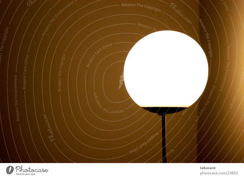 lampignon Lampe Licht Stehlampe Wand dunkel Raum Glühbirne Stimmung Nacht Fototechnik Beleuchtung Ecke Abend Glas