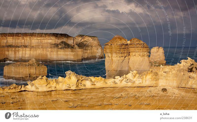 great ocean road Natur Landschaft Urelemente Wasser Wolken Gewitterwolken Felsen Küste Bucht Meer außergewöhnlich fest gigantisch natürlich Fernweh