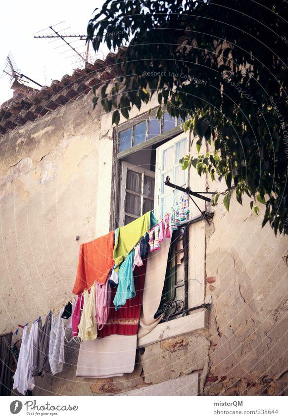 mediterraner Alltag. Dorf Portugal Lissabon Waschtag Wäsche waschen Fenster Fassade Wäscheleine Ferien & Urlaub & Reisen Urlaubsfoto Urlaubsstimmung Urlaubsort