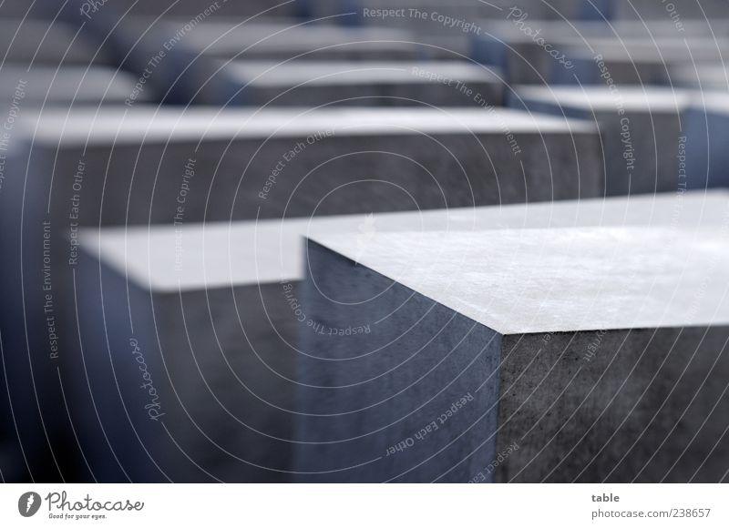 Gedenken Berlin Deutschland Europa Hauptstadt Stadtzentrum Menschenleer Sehenswürdigkeit Denkmal Stein Beton stehen dunkel eckig grau schwarz erinnern