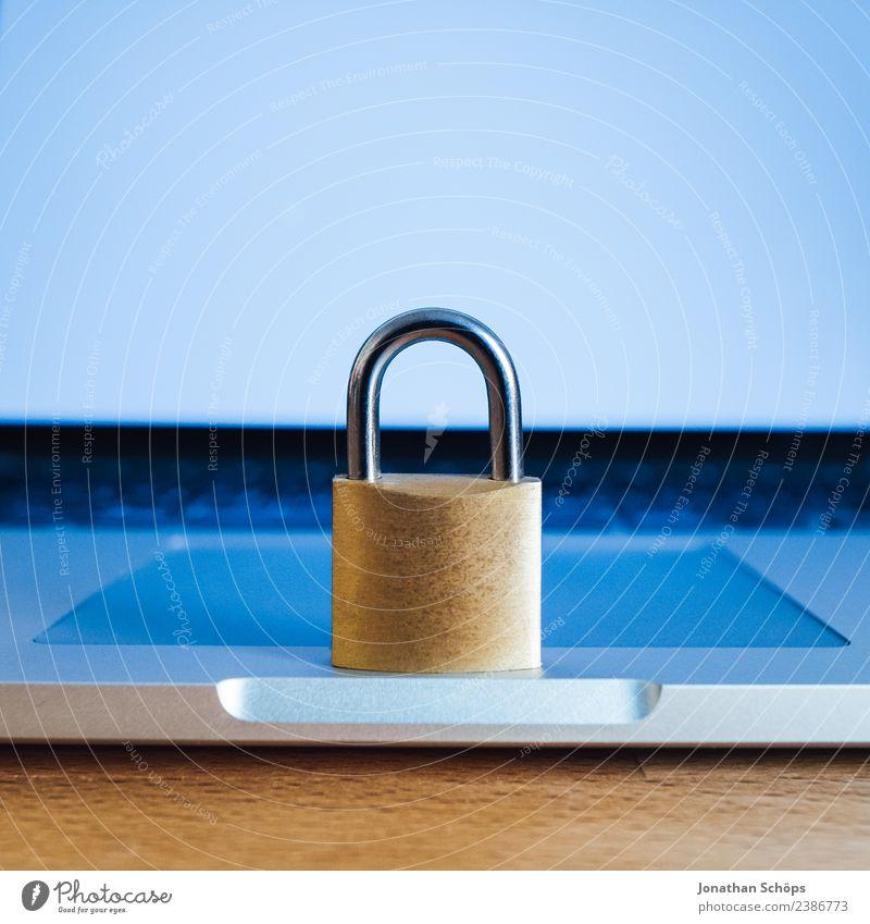 Datenschutz und Verschlüsselung Computer Notebook Tastatur Business 2018 dsgvo datenschutzgrundverordnung big data Textfreiraum verschlüsselt Europa https