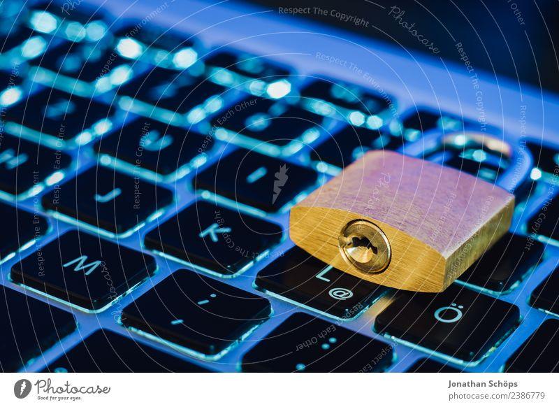 Datenschutz und Verschlüsselung blau gold Europa Sicherheit Symbole & Metaphern geheimnisvoll Tastatur Notebook Gesetze und Verordnungen Schloss silber