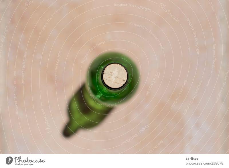 leer :( Verpackung Glas stehen Flasche Korken Weinflasche grün Vogelperspektive oben Lichtbrechung durchscheinend rund Kreis Unschärfe Ecke Farbfoto