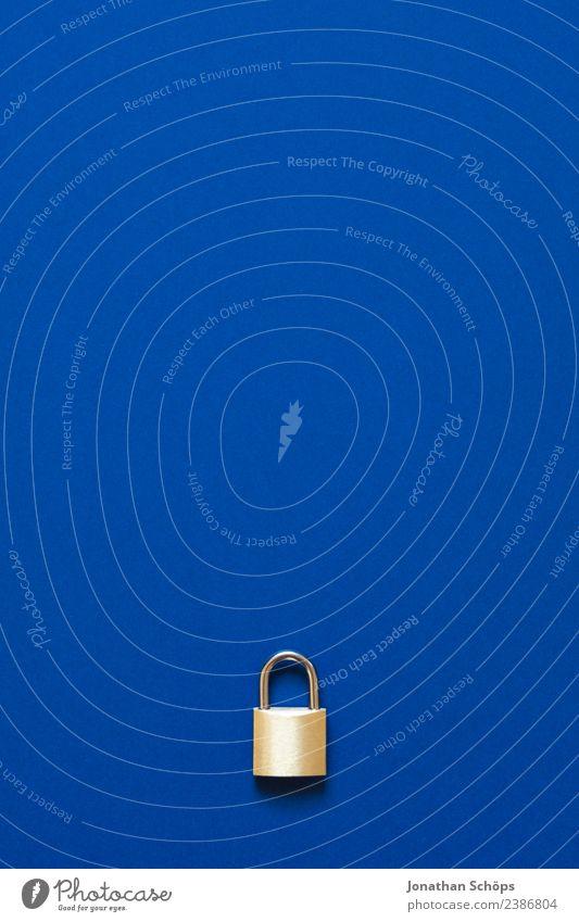 Datenschutz 2018 dsgvo datenschutzgrundverordnung big data blau Business Textfreiraum Schloss gold verschlüsselt Europa https Informationstechnologie