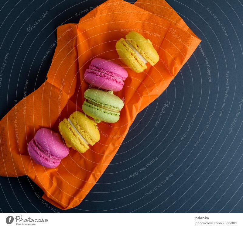 bunte Makronen Dessert Süßwaren Essen hell gelb grün rosa schwarz Farbe Macaron Hintergrund Lebensmittel farbenfroh Vanille Französisch Kuchen Aussicht Top süß