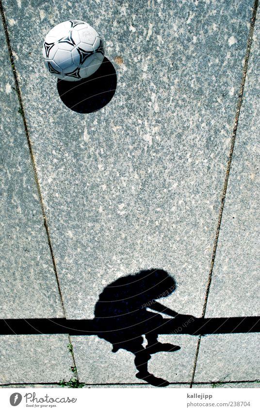 kopfball Lifestyle Freude Freizeit & Hobby Spielen Kinderspiel Sportler Torwart Mensch Junge 1 8-13 Jahre Kindheit festhalten Klettern Treppengeländer Farbfoto
