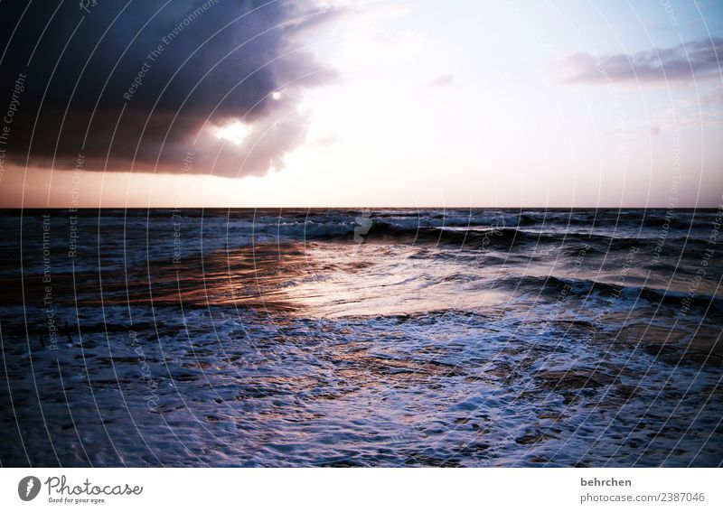 augenblick Himmel Ferien & Urlaub & Reisen schön Meer Wolken Strand Ferne Küste Tourismus außergewöhnlich Freiheit Ausflug Horizont träumen Wellen Abenteuer