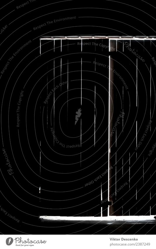Das Licht hinter der geschlossenen Tür der Bretter Haus Halloween Mensch Frau Erwachsene Mann Hand dunkel gruselig Angst Entsetzen gefährlich Gewalt