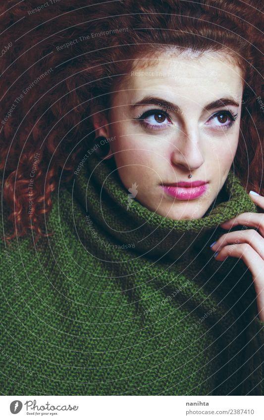 Schöne und rothaarige junge Frau Stil schön Haare & Frisuren Haut Gesicht Mensch feminin Junge Frau Jugendliche 1 18-30 Jahre Erwachsene Bekleidung Pullover