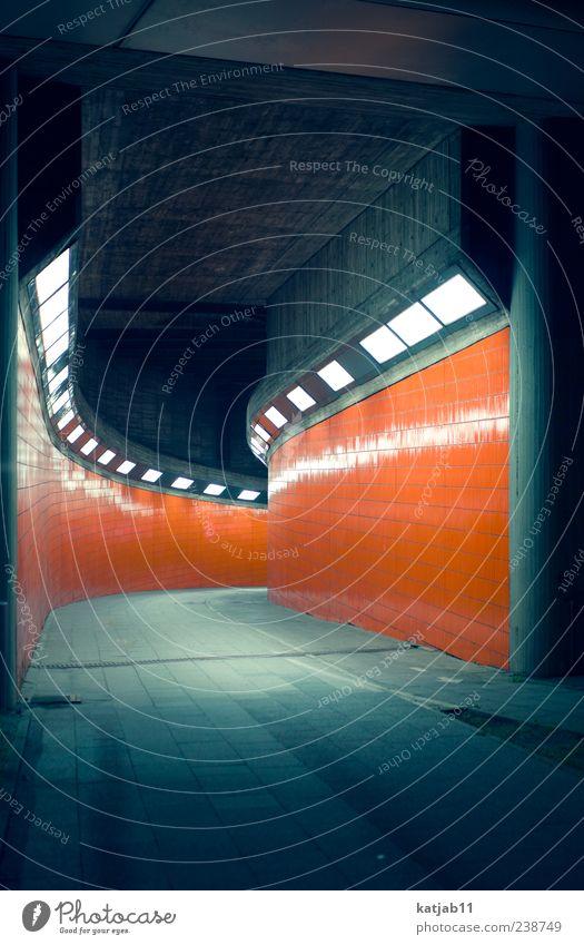 Orange weiß Wand Lampe orange Design ästhetisch Fliesen u. Kacheln Tunnel Neonlicht Gang Langzeitbelichtung