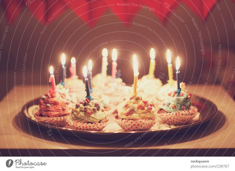 Zum Geburtstag... Dekoration & Verzierung Kerze leuchten Kitsch blau mehrfarbig gelb grün violett rosa rot Warmherzigkeit Geburtstagstorte Muffin Farbfoto