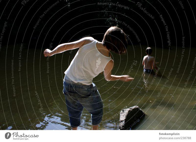 wunschzeiten Junge Kindheit Jugendliche Rücken Wasser See Schwimmen & Baden drehen werfen frei Fröhlichkeit Gefühle Stimmung Lebensfreude Freundschaft Sehnsucht