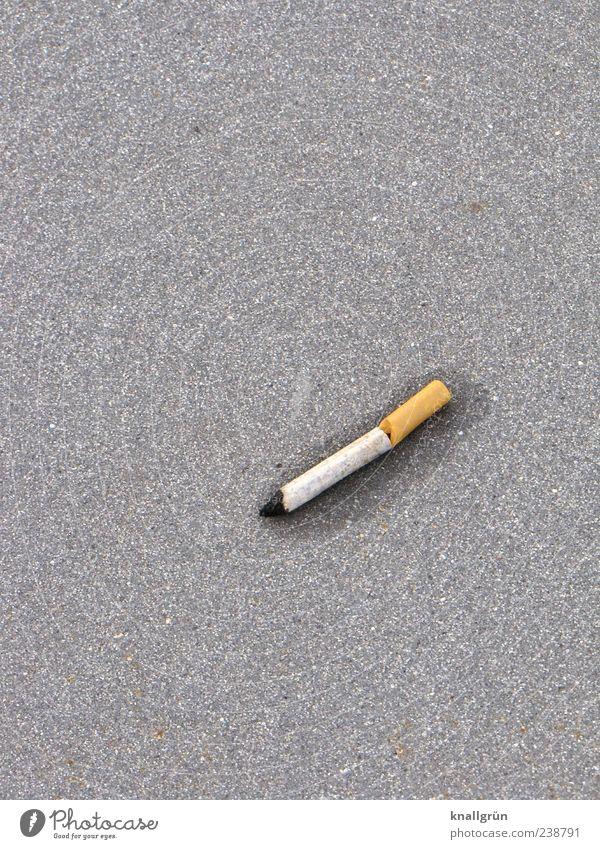 Sucht weiß Gefühle grau braun liegen nass kaputt rund Rauchen Asphalt Zigarette Ekel Abhängigkeit Reue vernünftig