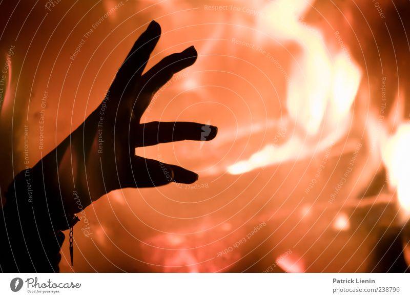 voodoo people Spielen Kamin Mensch Hand Finger Kunst Feuer elegant heiß hell verrückt gelb Stimmung ästhetisch bizarr Energie Farbe Kraft Kreativität Macht