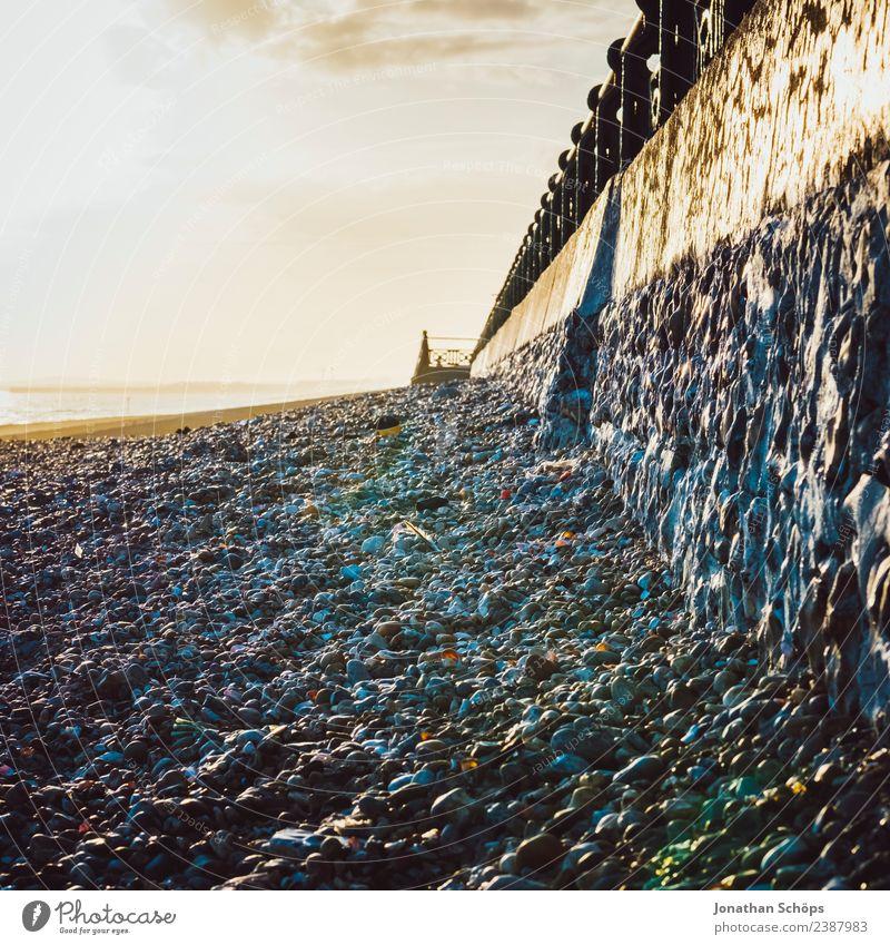 Steinstrand, Brighton Beach, Brighton, England Umwelt Himmel Sonne Wetter Schönes Wetter Küste Strand ästhetisch Mauer Uferpromenade Geländer Kieselstrand