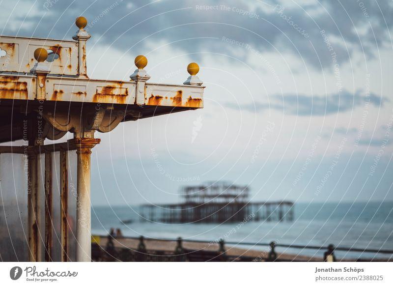 abgebranntes West Pier am Meer, Brighton, England, Südküste Stadt Reisefotografie Strand Architektur Umwelt Küste Gebäude Tourismus ästhetisch Insel