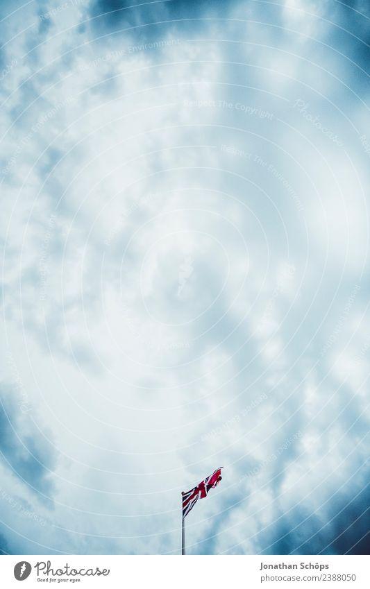 Flagge Großbritannien Himmel blau rot Wolken dunkel Regen Europa Luft ästhetisch Zeichen Urelemente Fahne Konflikt & Streit Blauer Himmel England wehen