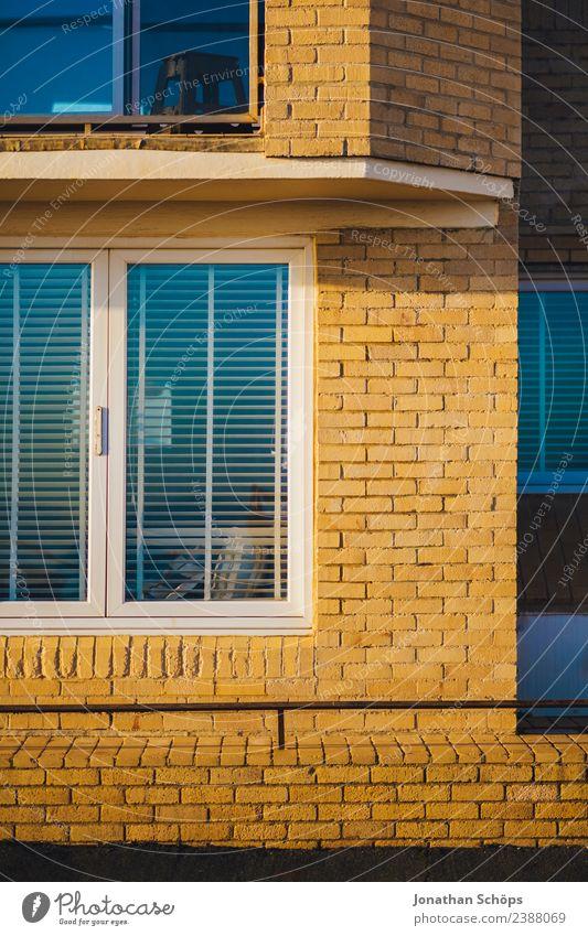 Fasse mit gelben Backstein in Brighton, England Stadt Farbe Haus Fenster Hintergrundbild Architektur Gebäude Textfreiraum Fassade Häusliches Leben Zufriedenheit