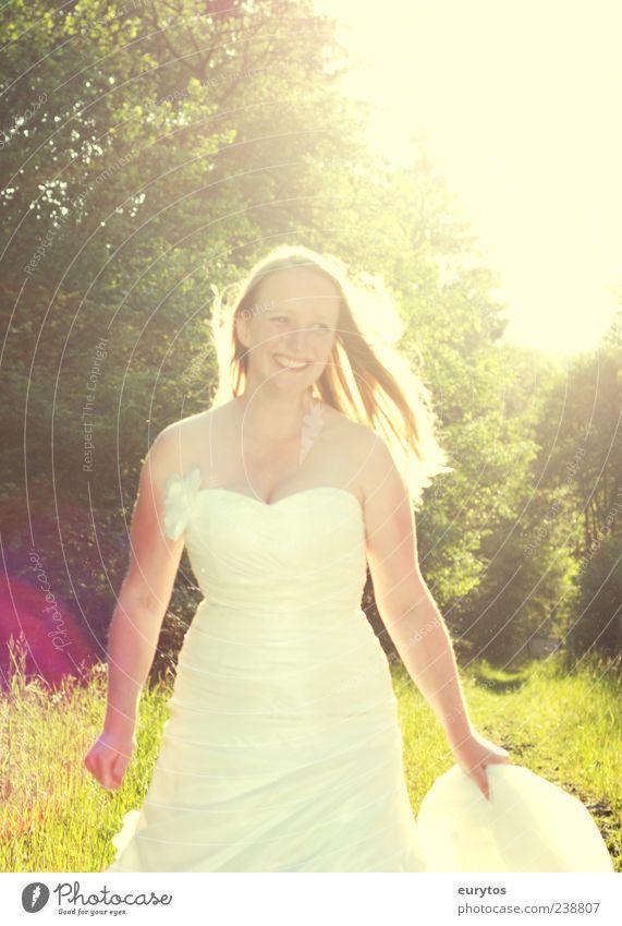 sunshine Mensch Natur Jugendliche weiß schön Erwachsene feminin Gefühle Glück lachen Luft ästhetisch Fröhlichkeit Hochzeit 18-30 Jahre Lebensfreude