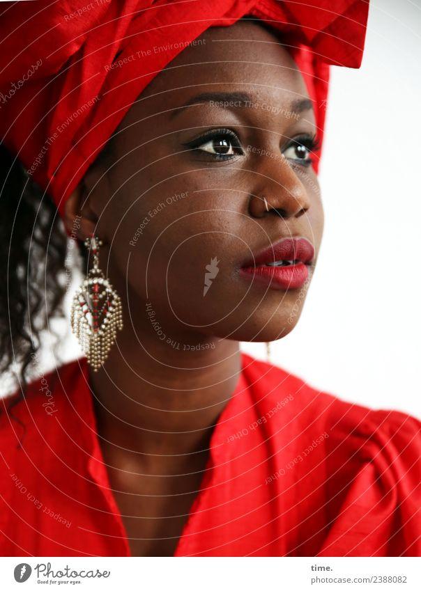 Apolline Frau Mensch schön rot Erwachsene Wärme feminin ästhetisch warten beobachten entdecken weich Hoffnung Kleid Sehnsucht Überraschung