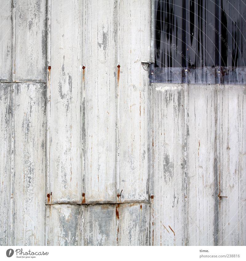 Stallwand mit Lichtluke alt Farbe Fenster Wand ästhetisch Kunststoff parallel vertikal Blech Rechteck verrotten Wellblech Wellblechwand
