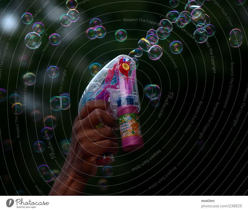 blow job Freizeit & Hobby Spielzeug grün rot weiß blasen Blase schillernd Pistole Hand mehrfarbig Außenaufnahme Reflexion & Spiegelung Seifenblase machen