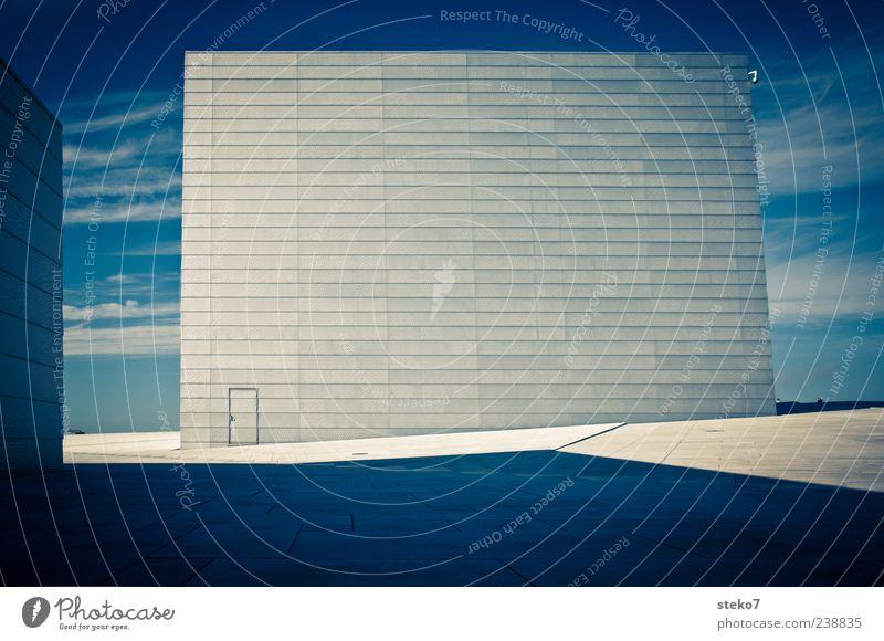 Himmelstür Mauer Wand Fassade Tür Wahrzeichen eckig modern blau weiß Norwegen Oslo Opernhaus Marmor Farbfoto Außenaufnahme Menschenleer Textfreiraum Mitte